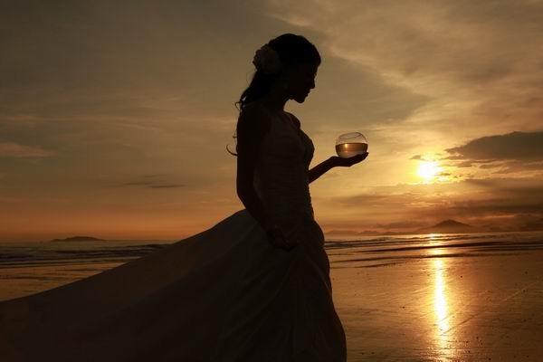 作者:三亚纽约纽约婚纱摄影 描述:别样的浪漫风格,只有三亚才有这样的海岸,是新人必去的二人世界。 婚纱摄影作品欣赏