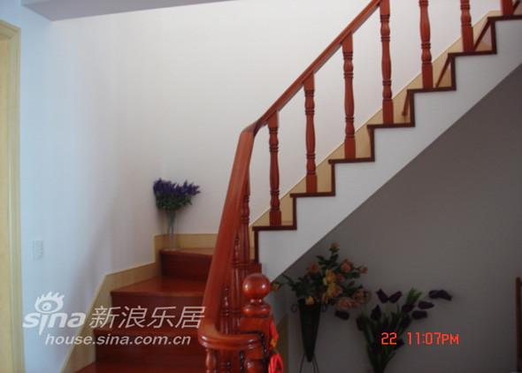 楼梯护栏橱窗设计