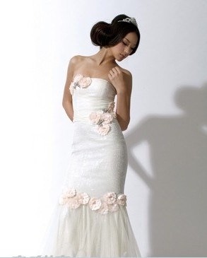 cecilia yau 雪纺镶缀低胸礼服:手工镶缀珠片,绢花与水晶蝴蝶缀饰.