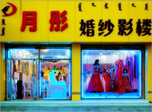 婚纱影楼橱窗装修设计外观拍摄效果图