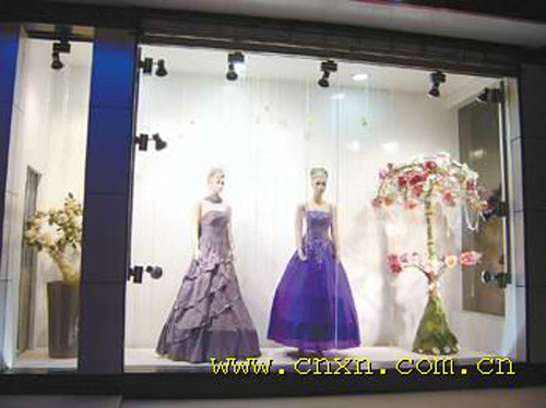 婚纱影楼橱窗设计效果图--蓝色闪亮灵动系列