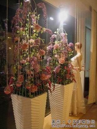 繁花似锦,引人眼球的婚纱影楼橱窗设计 (3)