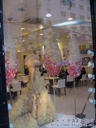 引人眼球的婚纱影楼橱窗设计(2)