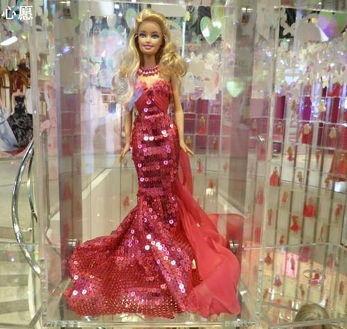 影楼风尚橱窗设计之风--芭比娃娃