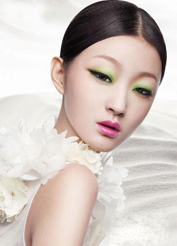 新娘俏皮妆容:打造浆果般美唇(2)