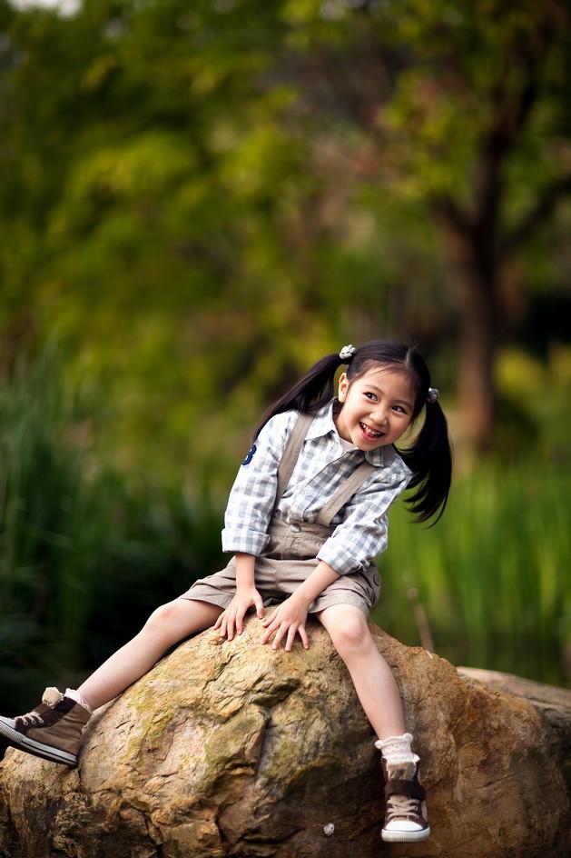 外景女童(11)_儿童摄影_黑光图库_黑光网