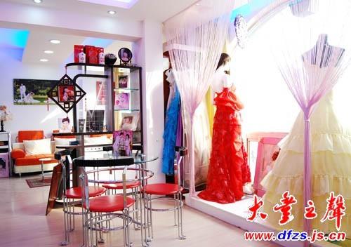 婚纱格子橱窗设计效果图