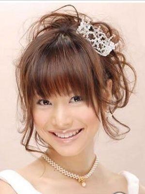 婚礼主角五   新娘气质:活泼可爱   适合发型:齐刘海 雪花形皇冠