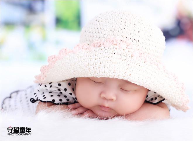 宝宝可爱睡姿_儿童摄影_黑光图库_黑光网