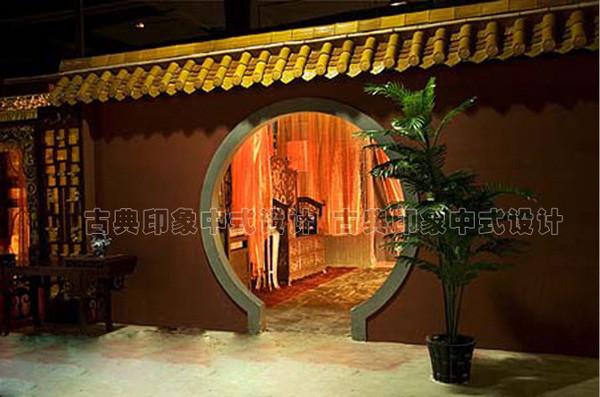 装修,金黄琉璃瓦月亮门,红墙黄瓦是典型京派古建特色,适宜拍一些古装
