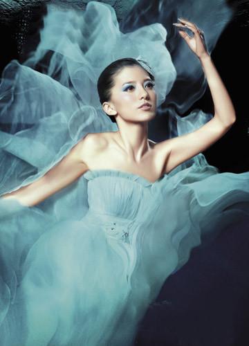 """绝色新娘的人鱼公主妆; 新娘.; """"深海人鱼公主"""",打造完美新娘"""
