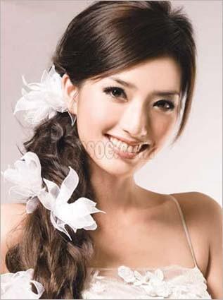 打造妩媚可爱卷卷新娘发型(3)