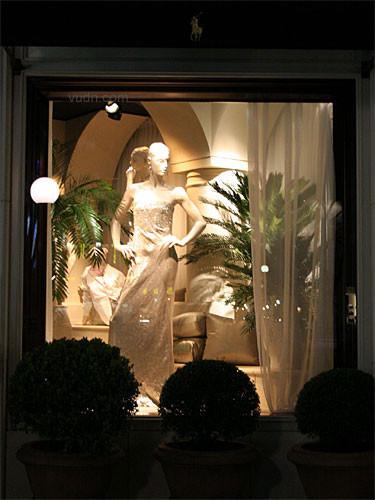 瑰丽奇幻,流光溢彩的东京橱窗设计