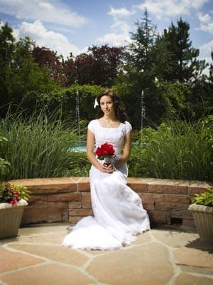 新娘婚前穿婚纱的步骤
