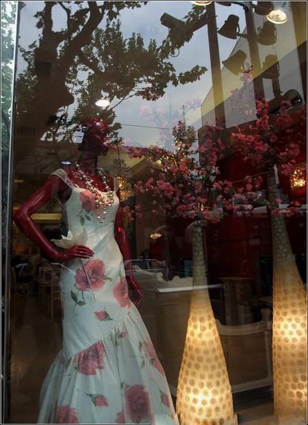 婚纱影楼橱窗设计图片展示