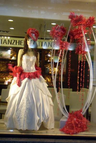 婚纱影楼橱窗设计--红色花羽