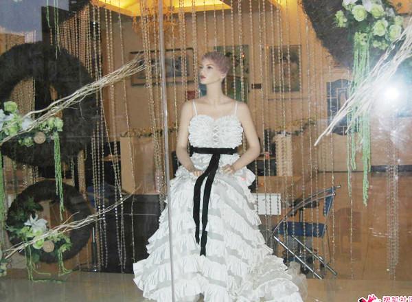 靚麗街景婚紗影樓櫥窗秀