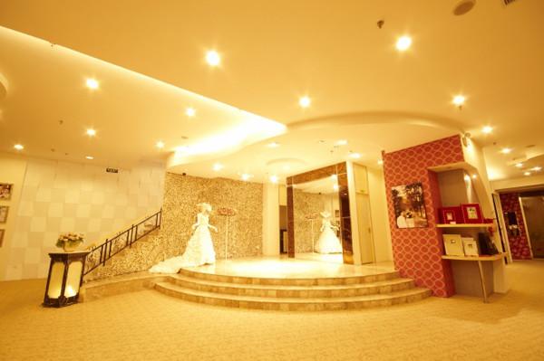 热带鱼婚纱馆装修效果图上海姿意她生婚纱礼服馆的婚纱礼