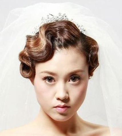 2016 新娘带皇冠发型 步骤