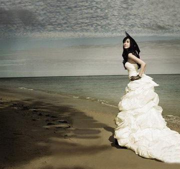 手绘婚纱背影女生