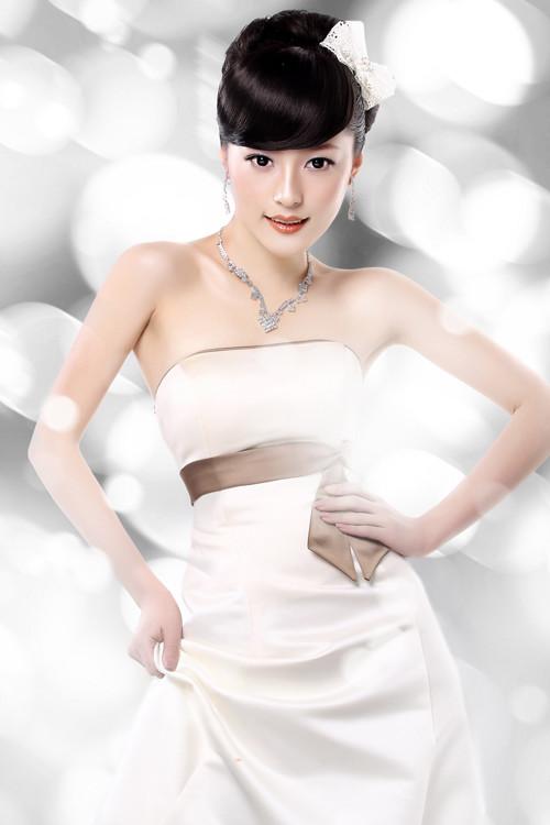 简约时尚新娘发型(高清步骤)