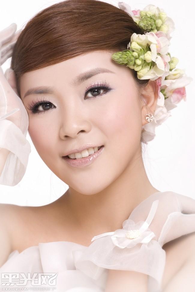 当新娘盘发期遇鲜花图片