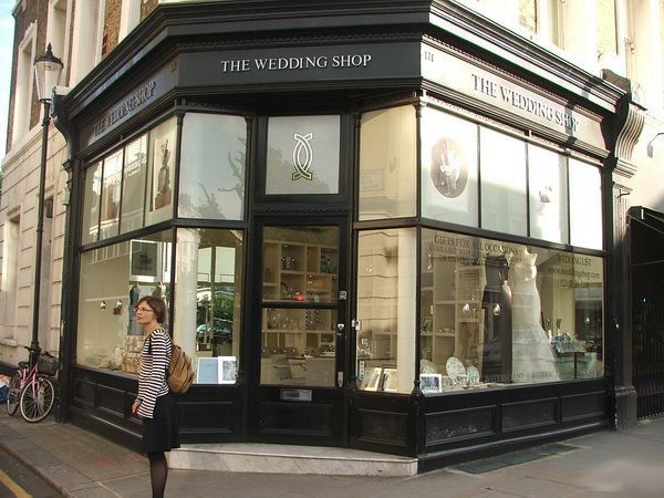 英国伦敦街头 异国风情的婚纱橱窗