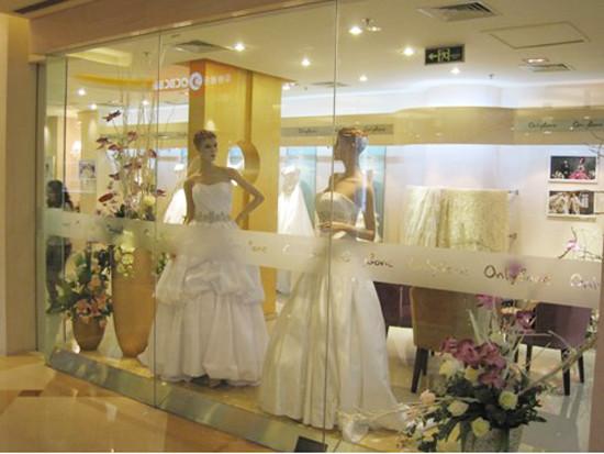 欧式婚纱橱窗陈列