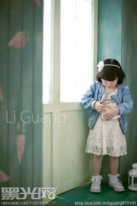 调皮的小姑娘儿童摄影