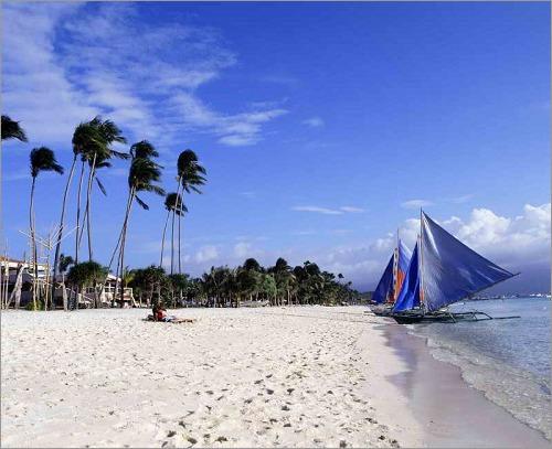"""长滩岛位于菲律宾中部,整座岛只有7公里长,却有一片被誉为""""世界上最细"""