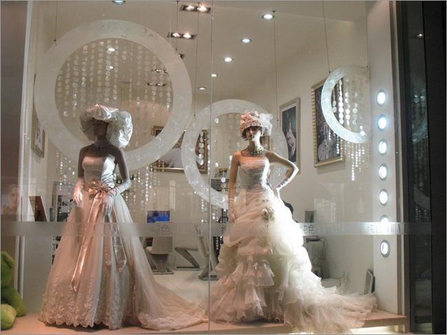 婚纱摄影馆橱窗设计点评