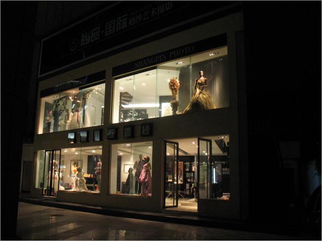 国际婚纱艺术摄影店铺橱窗设计点评