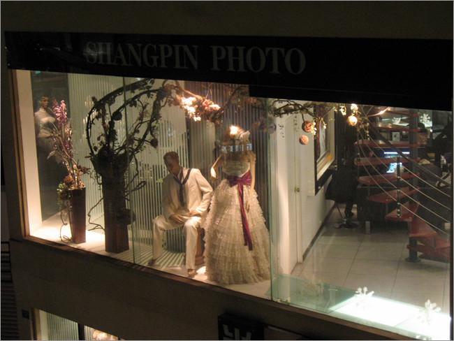 国际婚纱艺术摄影店铺橱窗设计点评(5)_装修·橱窗