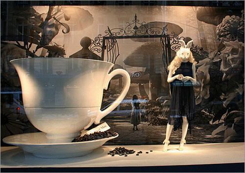橱窗如巴黎春天百货,纽约梅西百货都是城市街景美的铸造者,国内陈列师