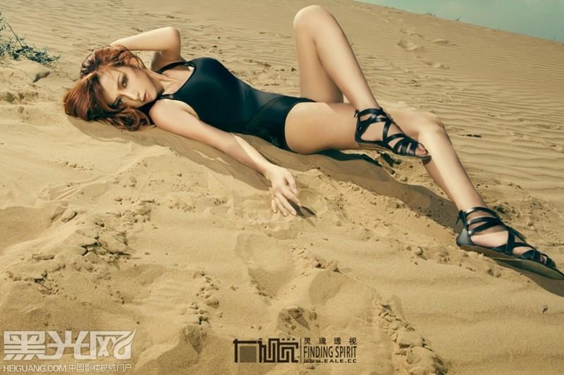 沙漠里的美女高清图片 素材公社