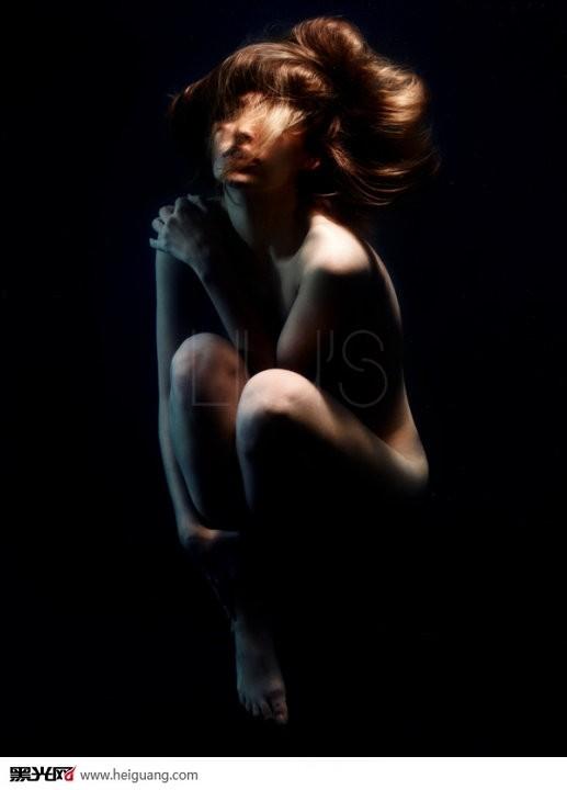 欧洲人体亚洲_当简单粗暴的人体艺术遇上英式优雅 亚洲大胆人艺体术美女图片