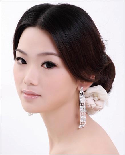 简单易学的时尚新娘盘发技巧四例发型二
