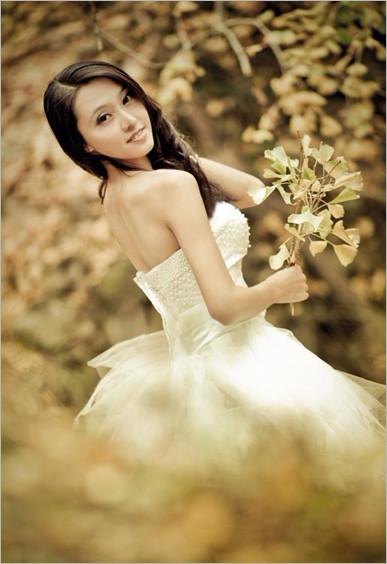 最适合白色婚纱,唯美人像拍摄的季节《秋天的童话》