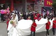 【视频】影楼国庆活动:超长婚纱游行