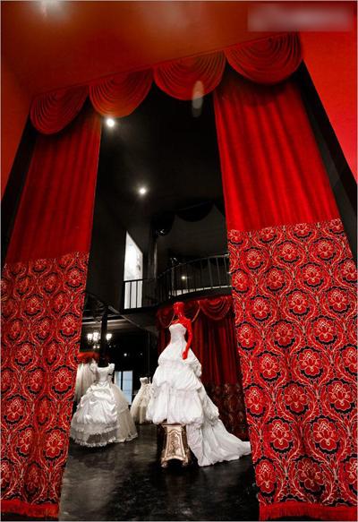 新派摄影工作室装修 黑白红演绎 歌剧魅影