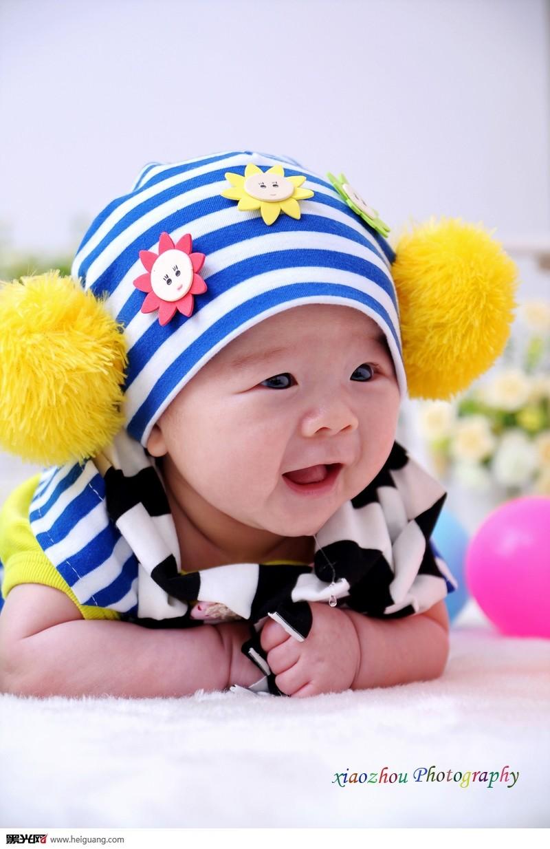 可爱带笑容小孩