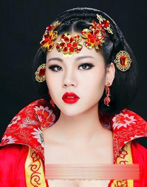 古装造型新娘妆 立体画法显女王范儿