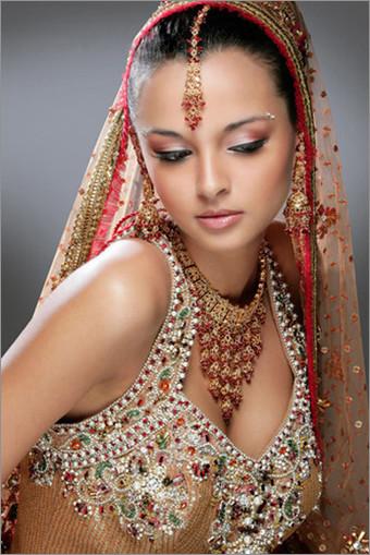 浪漫印度新娘妆容 妖娆典雅图片