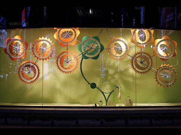 橱窗设计欣赏 色彩舞动的时光机