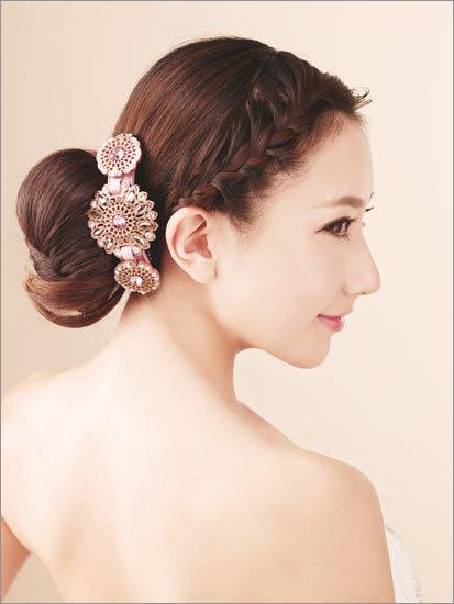 温婉柔美的马尾辫新娘发型