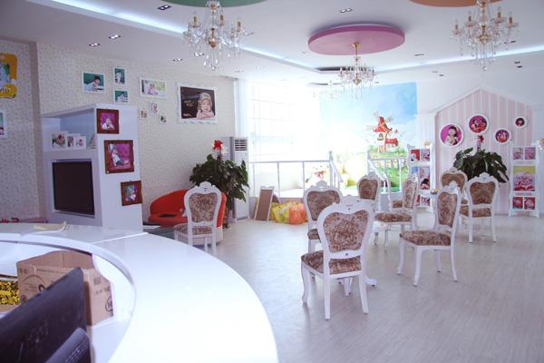 童话世界儿童影楼装修设计店内装修展示效果 三