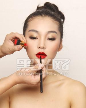 时尚彩妆造型宝典 女王婚纱妆型实例解析