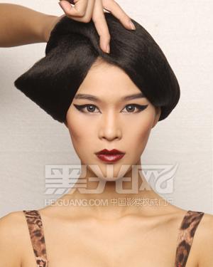 《时尚彩妆造型宝典》结构感创意妆容造型