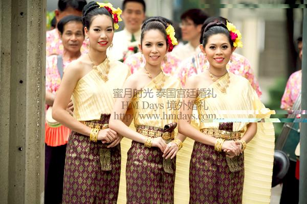 而泰国曼谷传统宫廷婚礼,真正的泰式宫廷婚礼,是一场充满了佛教色彩的