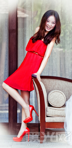 手绘婚纱人物女生唯红色美
